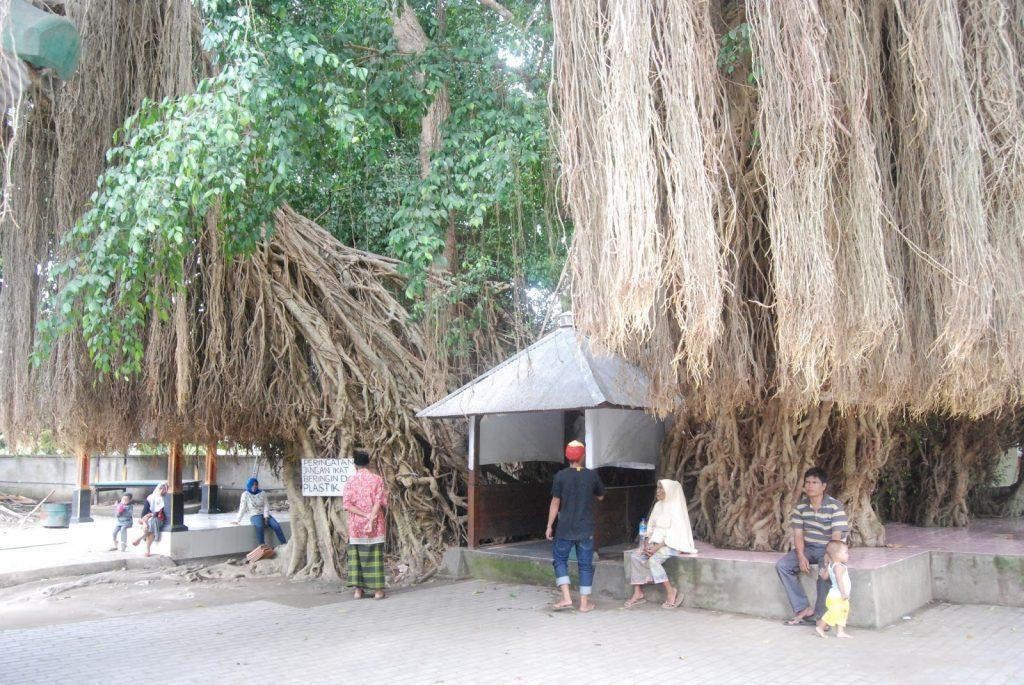 Makam Wali Nyatoq, Objek Wisata Religi di Lombok